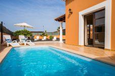 Villa à Corralejo - Villa Joy para larga estancia con piscina privada